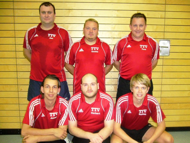 Meister der 3. Bezirksliga 2011/12: (h.v.l.) Jan Valka, Gerhard Praml, Kapitän Thomas Wiener, (v.v.l.) Jonas Vielhuber, Herbert Probst und Stephan Katzbichler