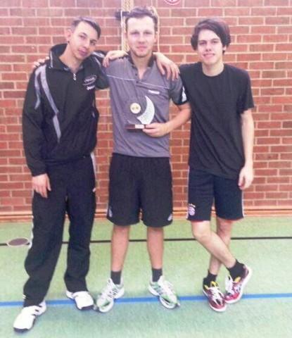 Dieses Trio der Herren II holte den Eckhardt-Pokal 2012 für den TTV: (v.l.) Jonas Vielhuber, Philipp Bauer und Dominic Schlaffer mit dem Pokal