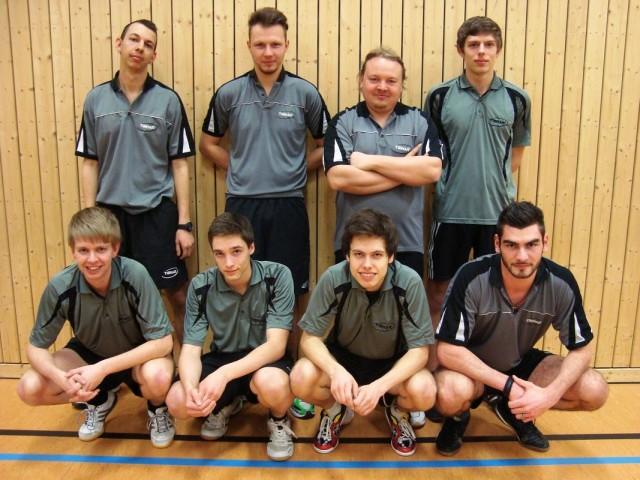 Herren II (Saison 2012/13):  (h.v.l.) Jonas Vielhuber, Philipp Bauer (MF), Gerhard Praml, Tobias Maierhofer,  (v.v.l.) Stephan Katzbichler, Alexander Kilian, Dominic Schlaffer, Thomas Kovarik (es fehlt: Fabian Grabmeier)