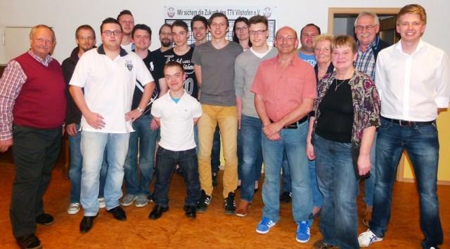 Die neu gewählte Vorstandschaft des TTV Vilshofen führt den Verein zusammen mit dem 1. Vorstand Georg Schmöller (l.) und dem 2. Vorstand Stephan Katzbichler (r.) ins Jubiläumsjahr 2014.