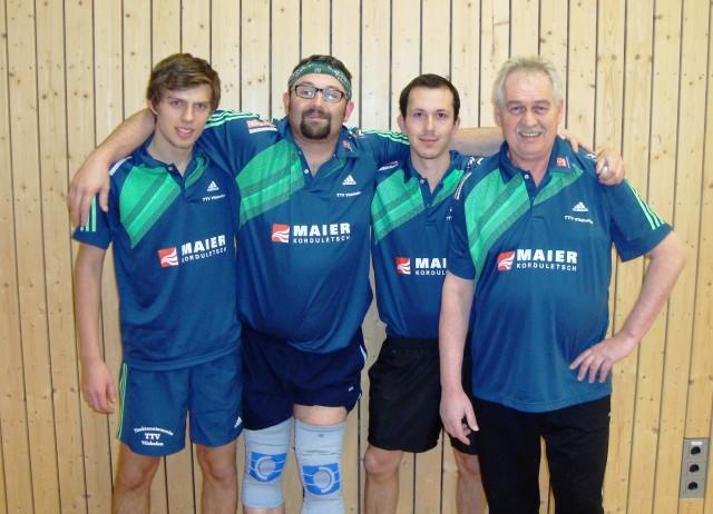 (hinten v.l.) Tobias Maierhofer (MF), Dirk Fischer, Severin Strasser und Karl-Heinz Hindringer (es fehlt: Manuel Althammer)