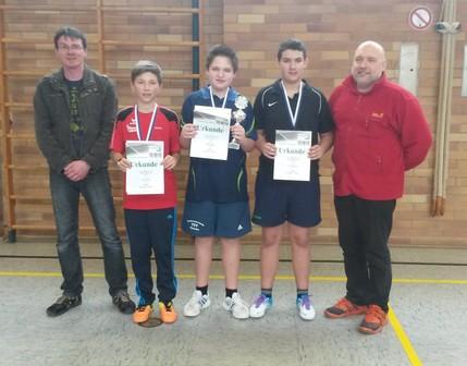Der Sieger in der Konkurrenz der Schüler A Patrick Schlaffer (Mitte.)
