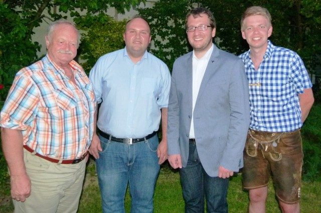Als 75. Mitglied begrüßten Bürgermeister Florian Gams (v.l.) der 1. Vorstand Georg Schmöller, Förderkreisvorsitzender Florian Geier und 2. Vorstand Stephan Katzbichler (r.)
