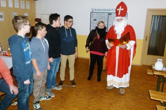 """""""Antreten"""" beim Hl. Nikolaus musste auch die 1. Jugendmannschaft."""