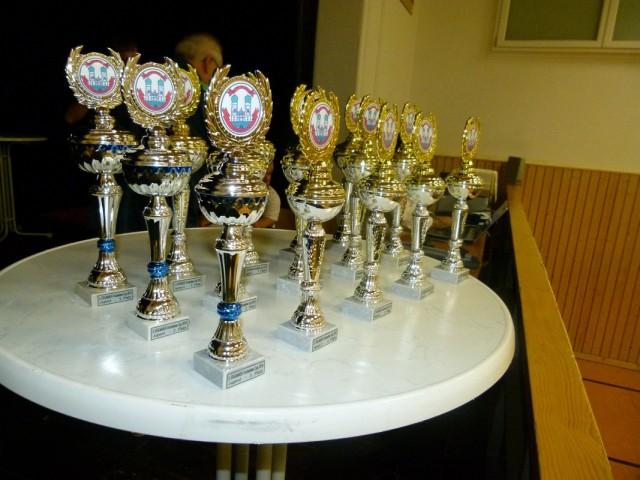 Die begehrten Trophäen des 2. EIGLMAIER-Trockenbau Cups 2015